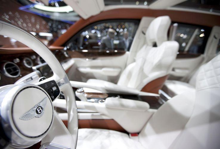 Exp 9 f fotos uol carros for Interieur de voiture de luxe