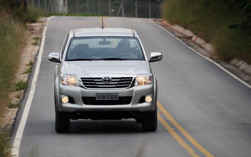 De visual novo desde novembro de 2011, picape Toyota Hilux 2012 adota