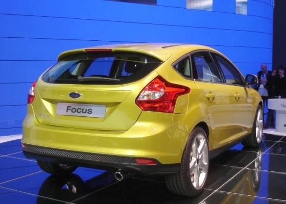 Novo Ford Focus abandona as lanternas verticais em favor de formas mais ousadas