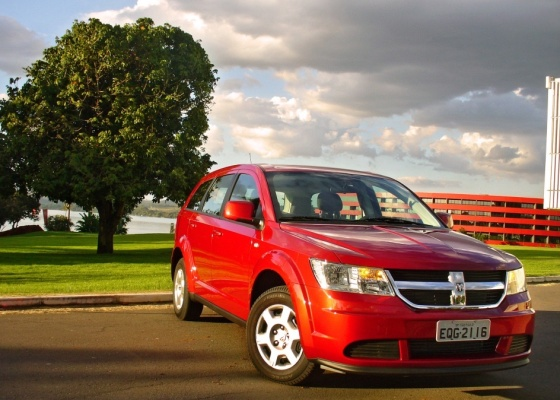 <b>Dodge Journey SE é nova versão de entrada do crossover: R$ 85.900</b>