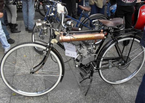 <b>Avó das motos atuais, essa bicicleta inglesa esteve presente no evento</b>
