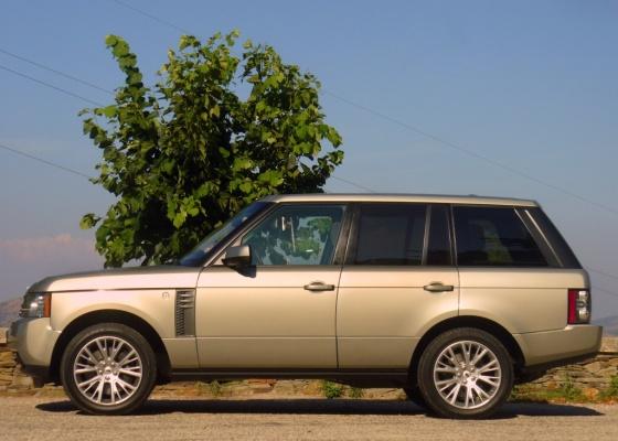 Luxo e alto desempenho são as principais características do Land Rover Range Rover 4.4 TDV8 Vogue SE