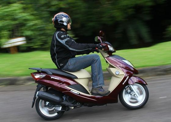 Novo scooter chega ao mercado com motor Piaggio Zongshen de 12,2 cavalos e preço competitivo: R$ 5.990,00