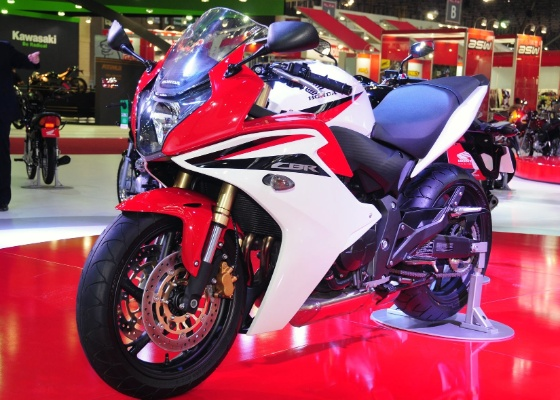 Honda CBR 600F tem a proposta de ser uma moto esportiva confortável
