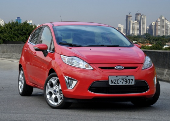 <b>Ford New Fiesta 2012, finalmente tamb&#233;m hatchback: bonito esse carro, hein?</b>