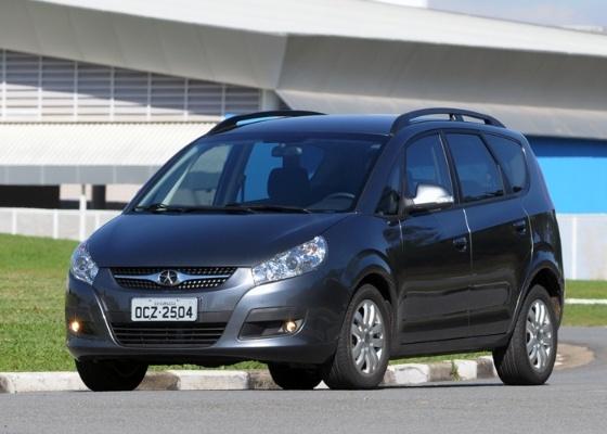 <b>Minivan &#233; a aposta da chinesa JAC para conquistar clientes que pagam (e exigem) mais</b>