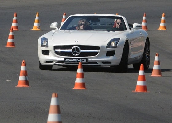 Mercedes-Benz 63 AMG Roadster: bom de curva, excelente de arrancada -- e tudo a céu aberto