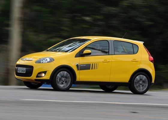 Hatch carrega no visual esportivo e consegue reunir bom desempenho e economia