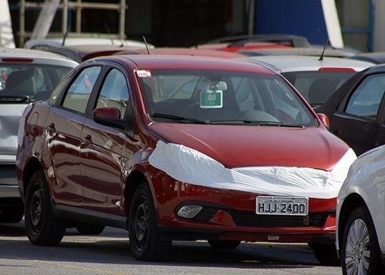 Fiat Siena 2012 é fotografado quase sem disfarces; carro ficou mais encorpado