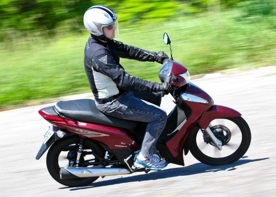 Além de prática, CUB de 125cc é flex e econômica: roda 42 km/l de etanol