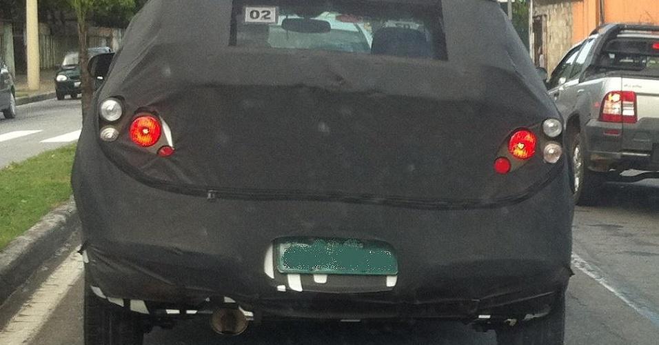 O leitor Alex Siqueira flagrou o compacto Chevrolet Onix, novo modelo da GM, em São José dos Campos (SP)