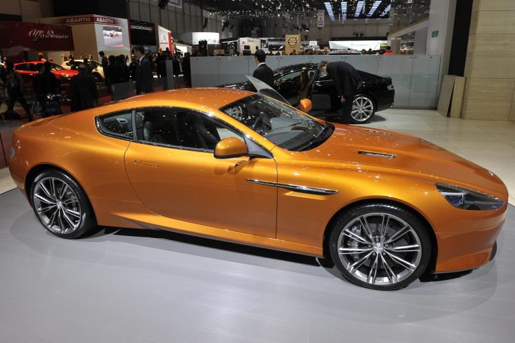 <b>Aston Martin Virage</b>