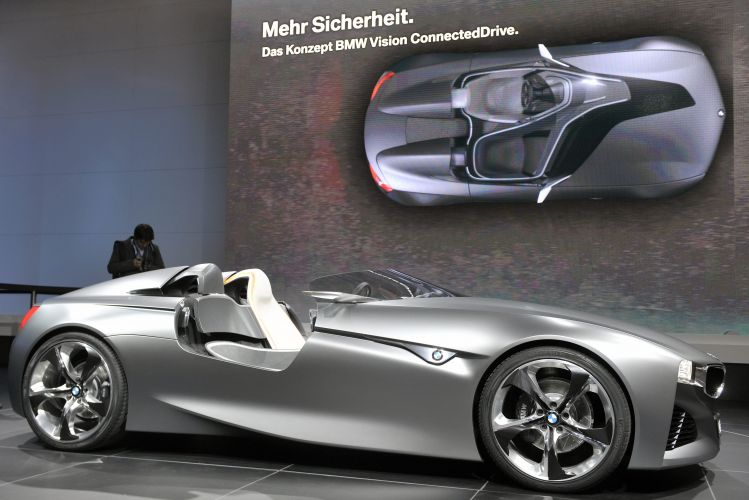<b>BMW Vision Connected Drive</b>