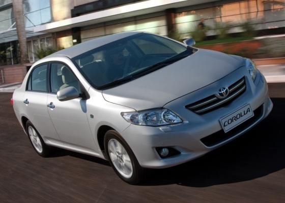 Novo Toyota Corolla Altis traz motor 2.0 flex, couro e borboletas no volante