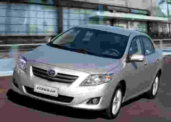 Altis, nova versão top do Corolla, custa quase R$ 90 mil e traz o motor 2.0, assim como a XEi - Divulgação