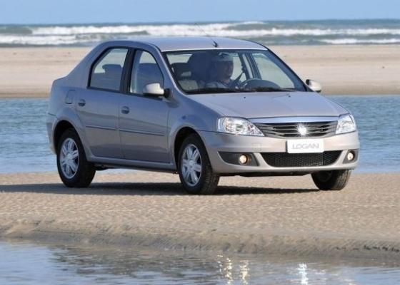 <b>Renault Logan traz novos faróis e barra cromada na dianteira para alinhar-se à Europa</b> - Divulgação