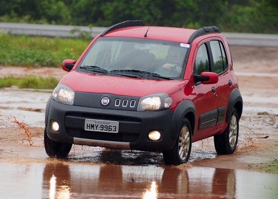 Em bom momento no mercado, Fiat Uno levou a melhor sobre o rival Volkswagen Gol - Murilo Góes/UOL