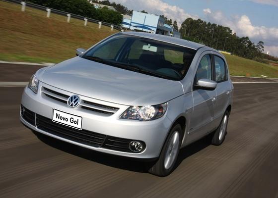 <b>ACORDA, GOL!</b><br>L&#237;der de mercado h&#225; 23 anos, hatch da Volkswagen corre o risco de fechar 2010 ainda na frente, mas ultrapassado pela dupla Fiat Mille/Uno no ranking mensal de vendas