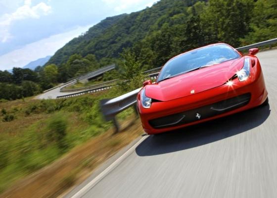 """Ferrari 458 Italia: """"45"""" pelo motor de 4,5 litros; """"8"""" pelos cilindros; e """"Italia"""" pela pátria - Divulgação"""