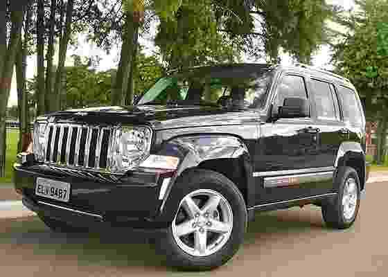 <b>Jeep Cherokee Limited: mais de duas toneladas e um jeitão de tanque de guerra</b> - Carta Z Notícias