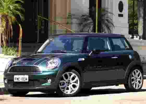 <b>Mini Cooper S entrega mais agressividade do que sugere seu visual quase inofensivo</b> - Carta Z Notícias