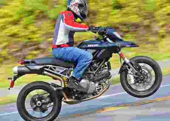 <b>Repare a roda no ar: Ducati tem motor Desmodue de 81 cv e bom torque</b> - Gustavo Epifanio/Infomoto