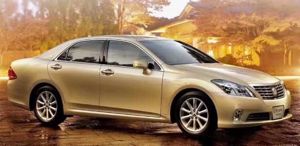 <b>O sedã Toyota Crown Royal, disponível no Japão, está na lista do novo recall da marca</b> - Divulgação