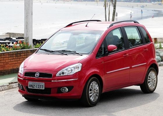 Versão intermediária da minivan da Fiat apela para o custo-benefício e começa aos R$ 45.610 - Murilo Góes/UOL