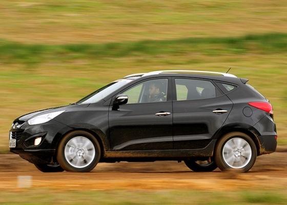 <b>Hyundai ix35 (&#34;New Tucson&#34; pelo mundo) &#233; importado com pre&#231;o inicial de R$ 88 mil;<br>o exemplar preto da imagem, por&#233;m, &#233; da vers&#227;o 2.4 ainda n&#227;o dispon&#237;vel no pa&#237;s</b>