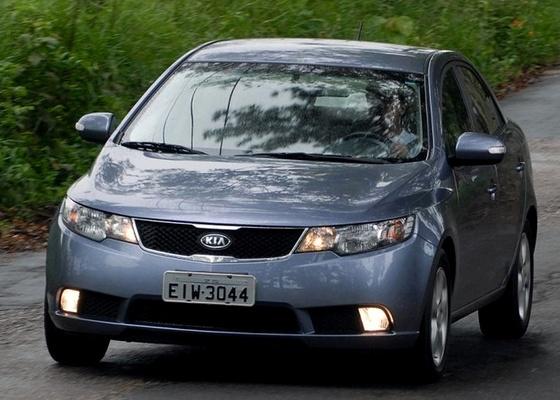 Sucesso de vendas, Kia Cerato é um dos carros que podem ficar até 30% mais caros - Murilo Góes/UOL
