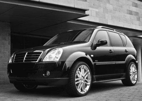Conhecida pelos seus veículos de grande porte e design fora do convencional, Ssangyong está em crise desde 2009. Um dos possíveis compradores, o grupo Renault-Nissan retirou sua oferta