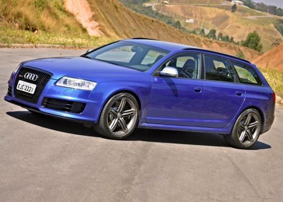 Não se engane com a aparência. A Audi RS6 Avant é capaz de deixar muito esportivo comendo poeira