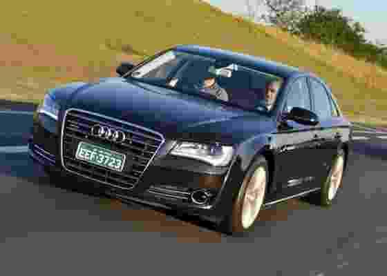 No topo da gama de sedãs da Audi, A8 cobra caro por conforto e tecnologia extremos - Divulgação