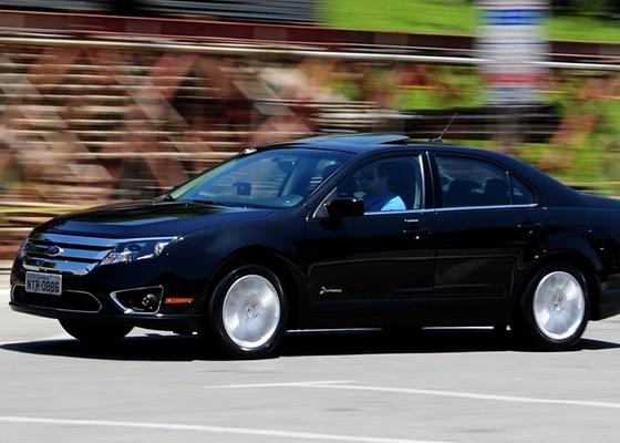 """Ford Fusion foi primeiro modelo com motorização """"híbrida total"""" disponível oficialmente no país, mas não a única iniciativa a rodar em nosso atribulado asfalto, apesar da falta de incentivos - Murilo Góes/UOL"""