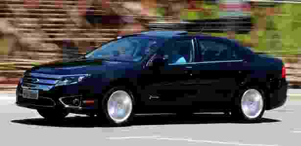 Ford Fusion Hybrid: nem mesmo um carro que gasta menos em trânsito forte bate a meta do regime - Murilo Góes/UOL