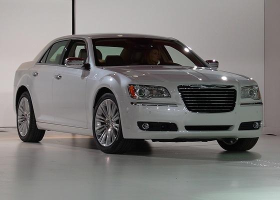 <b>Chrysler 300 2011 chega com mudan&#231;as est&#233;ticas e miss&#227;o de reerguer a marca</b>