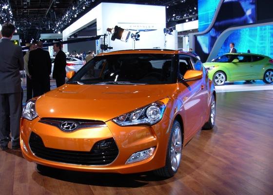 """O que é o Hyundai Veloster? Para muitos no Salão de Detroit, uma máquina feita para chamar atenção e impressionar a chamada """"Geração Y"""", ligada em itens diferenciados e conectados - Claudio de Souza/UOL"""