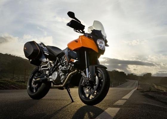 Equipada com motor V2 de 116 cv, supermoto austríaca agora tem freios ABS de última geração - Divulgação