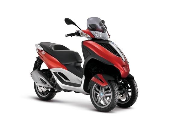 Com duas opções de motorização, 125 cm³ e 300 cm³, o modelo tem a missão de ser a porta de entrada para a família de três rodas da marca italiana  - Divulgação