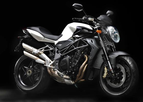 Com motor menor, de 921 cm³, suspensões e banco mais confortáveis, famosa naked italiana será vendida a 11.990 euros, na Itália, cerca de R$ 27.500 - Divulgação