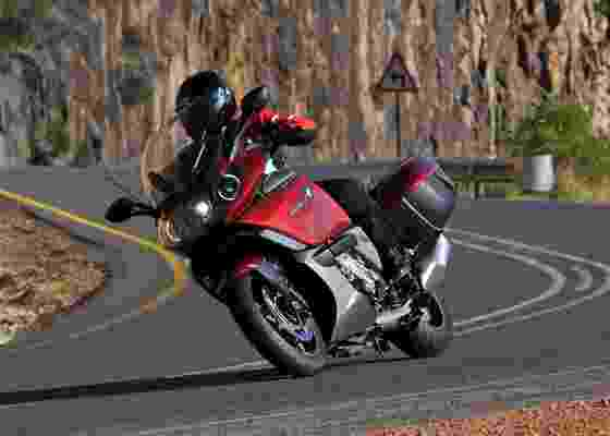 Com motor de seis cilindros em linha e muita tecnologia, modelo da marca bávara define novos parâmetros para o segmento de motos grã-turismo - BMW