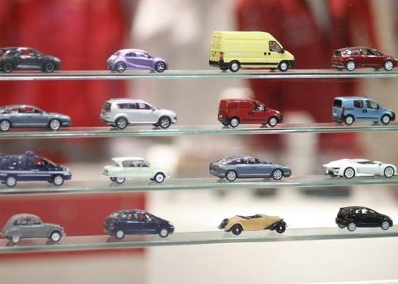 <b>Miniaturas de carros expostas em loja de lembrancinhas no Salão de Genebra</b> - Divulgação