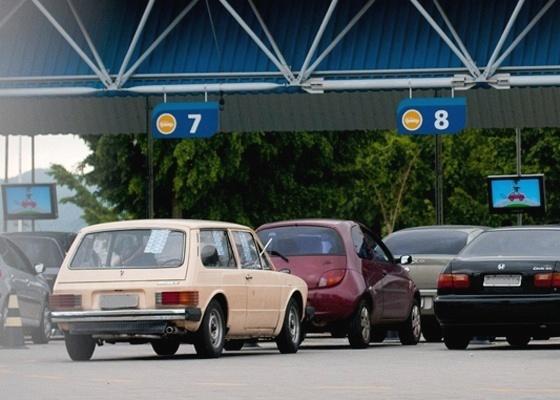 <b>Carros à espera da inspeção veicular: é bom para o ar, mas não para comprar</b> - Mateus Bruxel/Folhapress