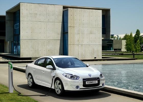 O sedã médio Renault Fluence estreia no Reino Unido como modelo elétrico por R$ 45.958 - Divulgação