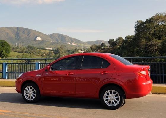 Chineses, como o JAC J3, tiveram queda nas vendas em setembro; comportamento, entretanto, não é exclusivo: em setembro, foram vendidos 4,61% carros a menos em relação a agosto - Murilo Góes/UOL