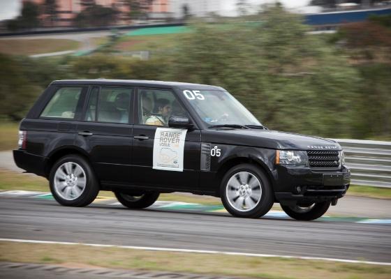 Além de confortável, o top de linha dos Land Rover não nega fogo na hora de acelerar - Divulgação