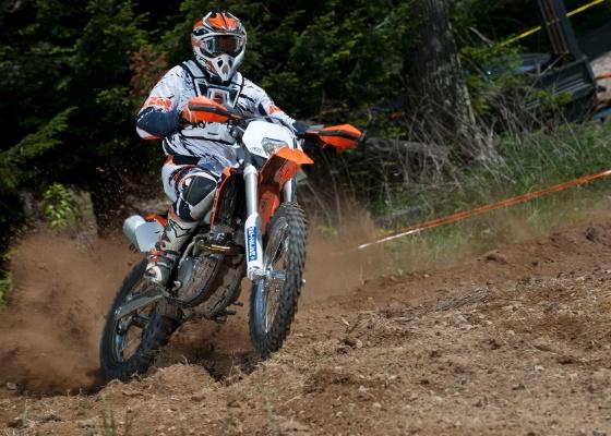 Versão para trilha e enduro da moto campeã de motocross é potente, mas fácil de pilotar - Divulgação