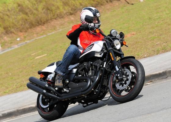 Modelo conta com visual arrojado, motor torcudo de 1.200 cm³ e preço sugerido de R$ 33.000 - Doni Castilho/Infomoto