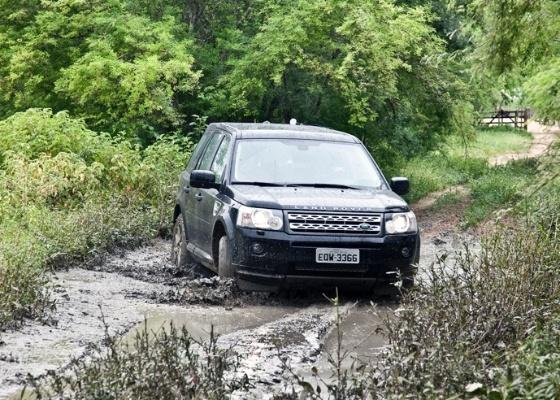 Para o Freelander 2 SD4 não tem tempo (nem piso) ruim; SUV começa em R$ 129.900 - Marcos Camargo/Divulgação