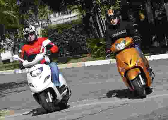 """Reestilizado e ex-líder, Suzuki Burgman i enfrenta o """"dono do mercado"""" Honda Lead 110 - Doni Castilho/Infomoto"""